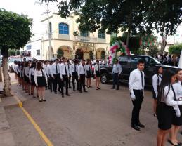 Alumnos del módulo Villa Atoyac Al iniciar el desfile